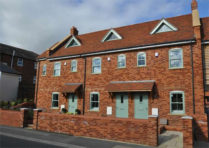 4 Bedrooms Town House for sale in Christchurch Road, RINGWOOD, Hampshire
