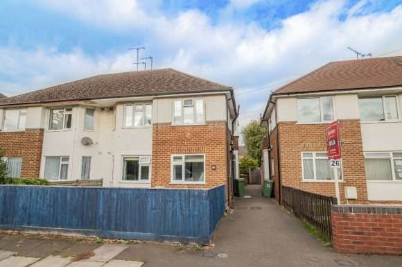 2 Bedrooms Maisonette Flat for sale in St Georges Drive, Cheltenham, GL51