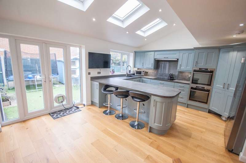 3 Bedrooms Terraced House for sale in Meon Close, Old Springfield, Chelmsford, CM1