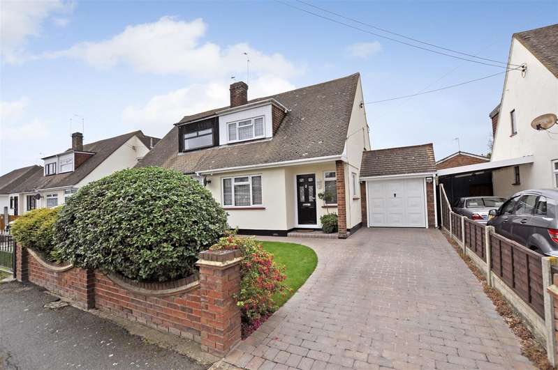 3 Bedrooms Semi Detached House for sale in Village Drive, Canvey Island