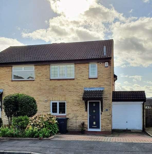 3 Bedrooms Semi Detached House for sale in Hazel Avenue, Leeds, West Yorkshire, LS14