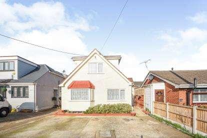 4 Bedrooms Bungalow for sale in Benfleet, Essex, England