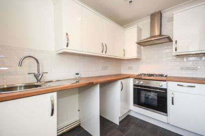 2 Bedrooms Flat for sale in Basildon, Essex, United Kingdom