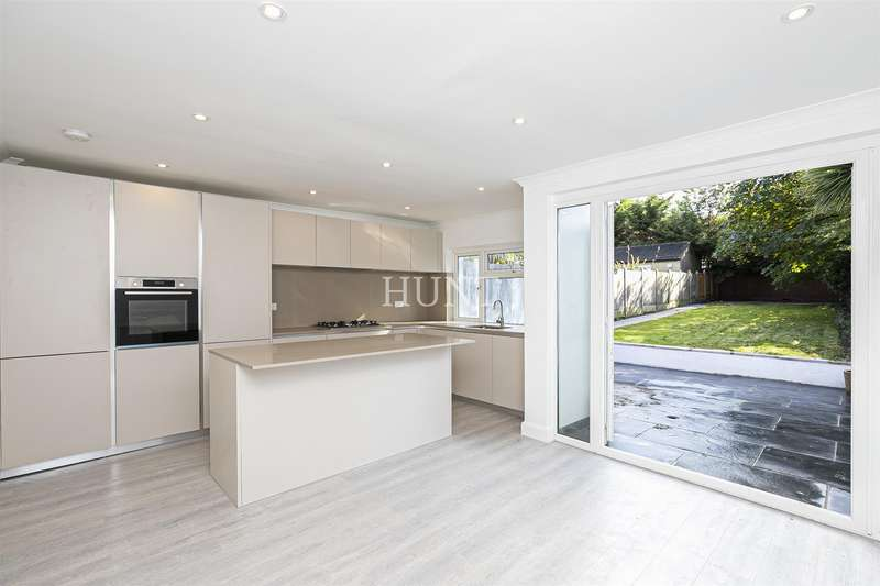 4 Bedrooms Semi Detached House for sale in Love Lane, Woodford Green IG8