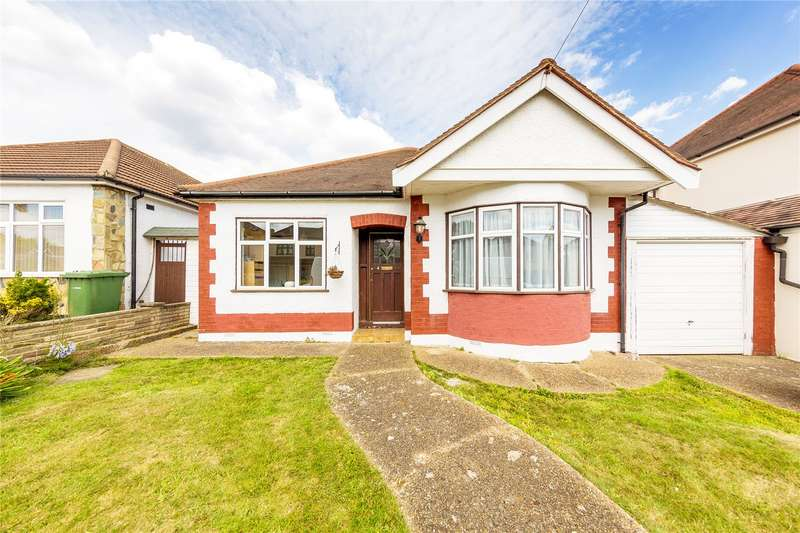 3 Bedrooms Detached Bungalow for sale in Windsor Road, Hornchurch, RM11