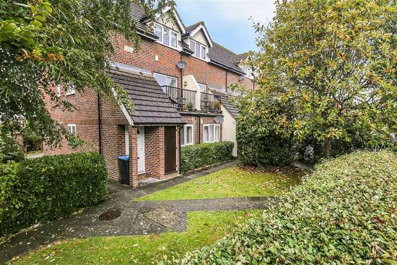 2 Bedrooms Maisonette Flat for sale in Crowhurst Mead, Godstone, Surrey