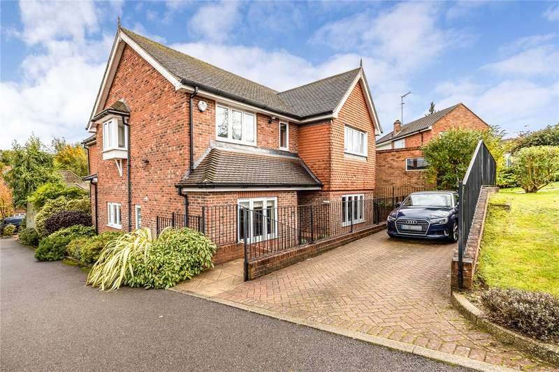 4 Bedrooms Detached House for sale in Atkinson Close, Bushey, Hertfordshire, WD23