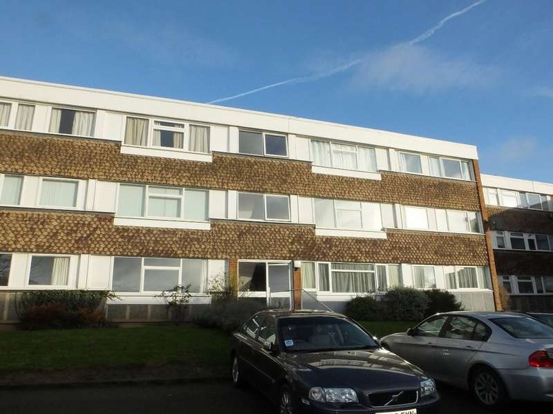 2 Bedrooms Flat for rent in Remburn Gardens, Warwick
