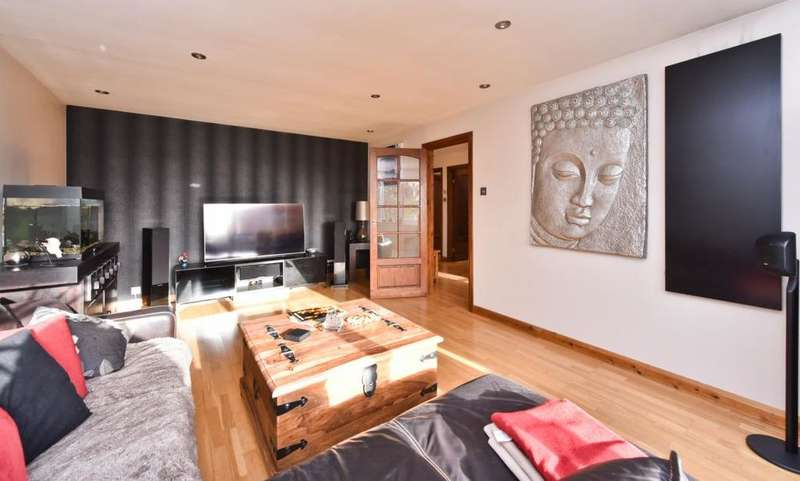 2 Bedrooms Apartment Flat for sale in Stapleton Close, Potters Bar, EN6