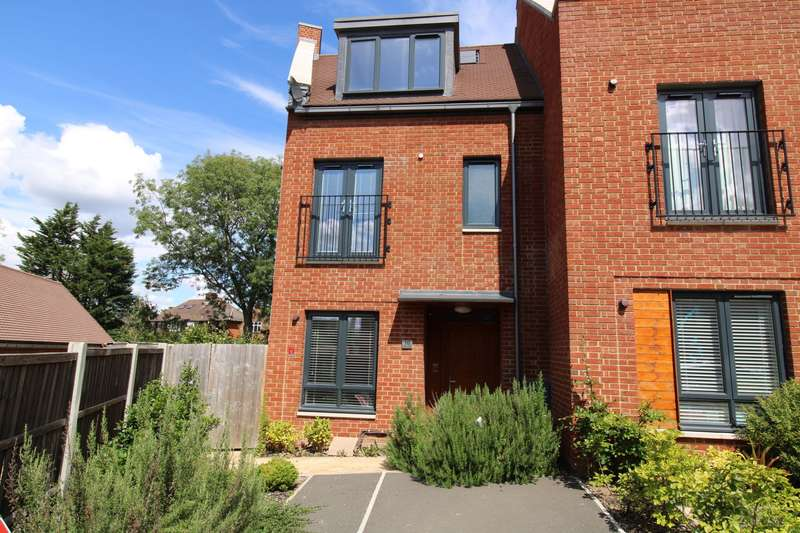 4 Bedrooms End Of Terrace House for sale in Green Close, Brookmans Park, AL9