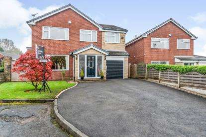 4 Bedrooms Detached House for sale in Galloway Close, Ladybridge, Bolton, Greater Manchester, BL3