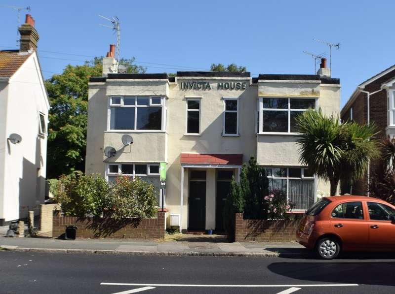 2 Bedrooms Flat for sale in 623A London Road, Hadleigh, Benfleet, Essex