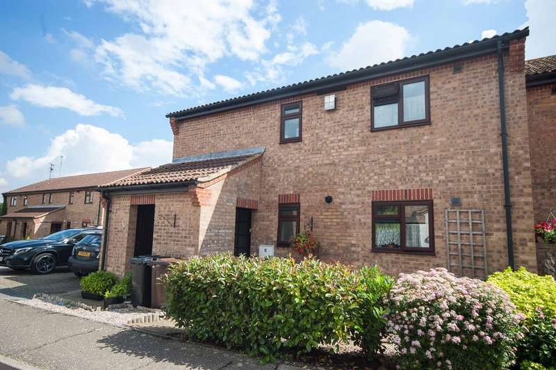 2 Bedrooms Maisonette Flat for sale in Cricketers Close, Broomfield, Chelmsford, CM1