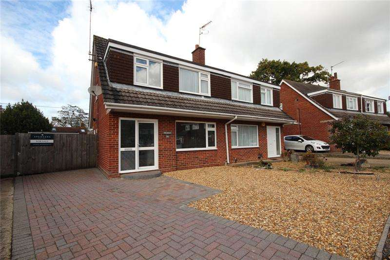 3 Bedrooms Semi Detached House for sale in Cunningham Close, Ringwood, BH24