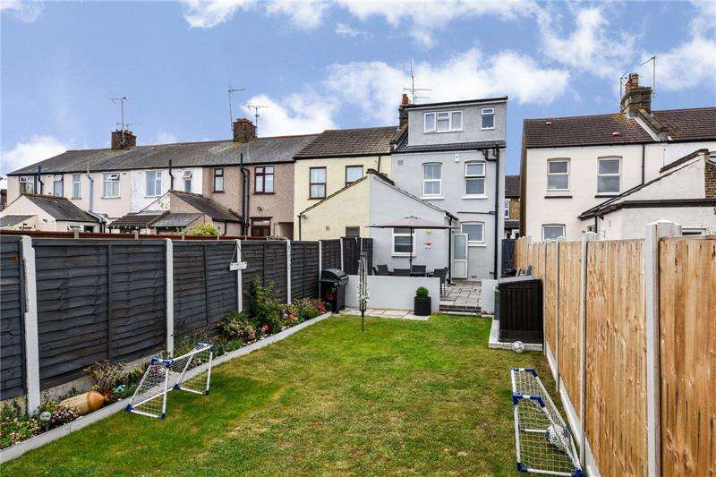 4 Bedrooms Semi Detached House for sale in Friars Street, Shoeburyness, Essex, SS3