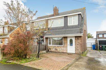 3 Bedrooms Semi Detached House for sale in Hunters Road, Leyland, Lancashire, PR25