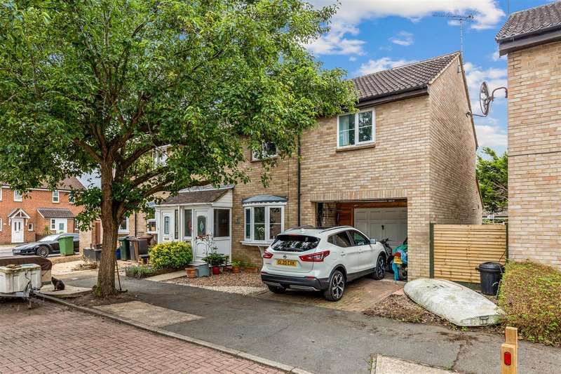 4 Bedrooms Semi Detached House for sale in Langdale, Ashford