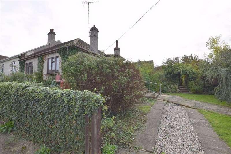 2 Bedrooms Semi Detached Bungalow for sale in Rectory Gardens, Basildon, Essex