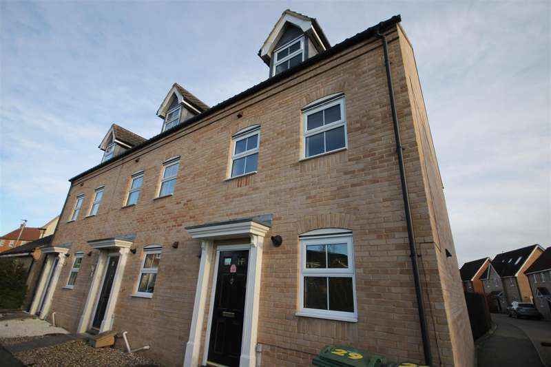 3 Bedrooms End Of Terrace House for rent in Burdock Close, Wymondham