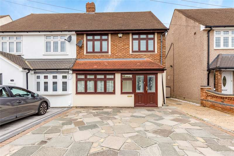 3 Bedrooms Semi Detached House for sale in Coniston Way, Hornchurch, RM12