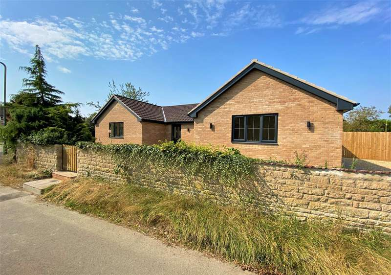 3 Bedrooms Bungalow for sale in Corby Road, Swayfield