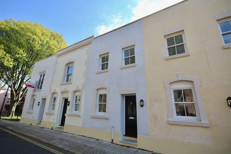 2 Bedrooms Town House for sale in Eldon Street, Southsea