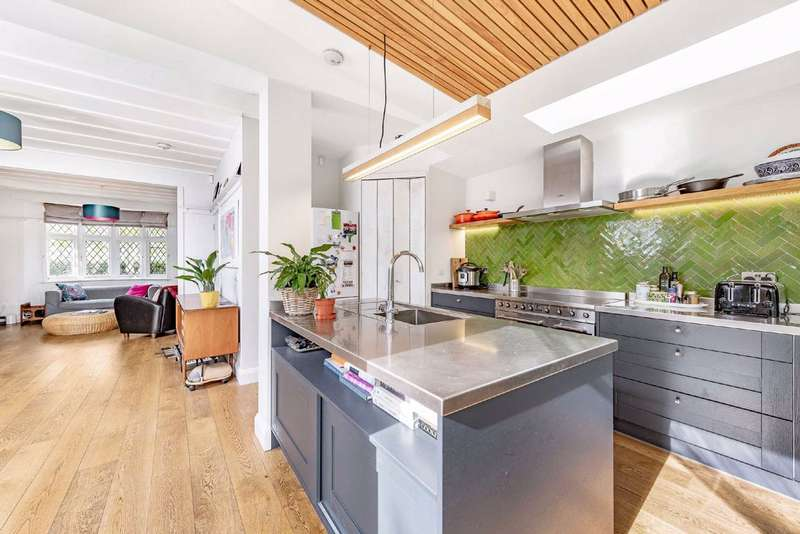 5 Bedrooms End Of Terrace House for sale in Chillerton Road, Furzedown, London