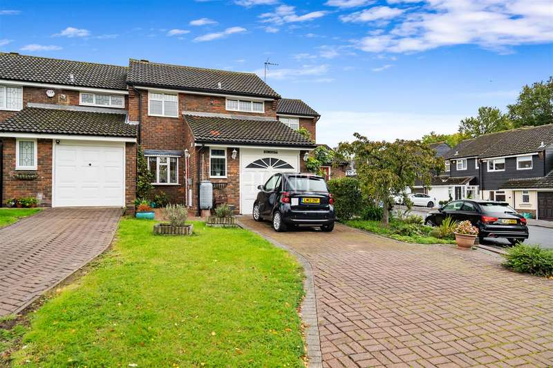 4 Bedrooms End Of Terrace House for sale in Owen Gardens, Woodford Green IG8