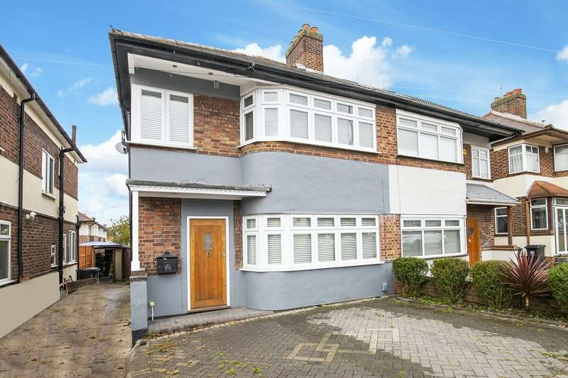 3 Bedrooms Semi Detached House for sale in Valley Hill, Loughton, Essex, IG10