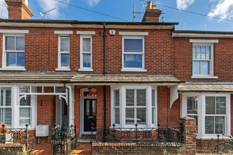3 Bedrooms Terraced House for sale in Brassey Road, Fulflood, Winchester, SO22