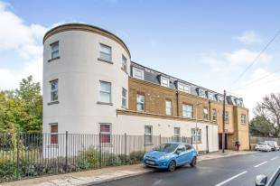 2 Bedrooms Flat for sale in Bridge House, 90 Dover Road East, Gravesend, Kent