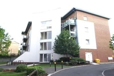 2 Bedrooms Flat for rent in Observer Drive, WD18