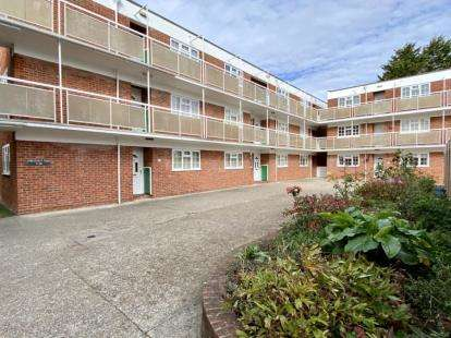 2 Bedrooms Flat for sale in Mark Anthony Court, Hayling Island, Hampshire