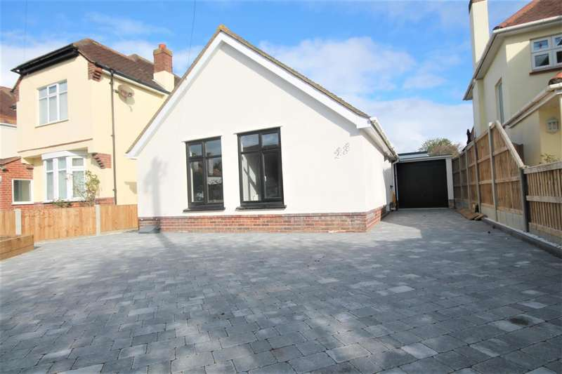3 Bedrooms Bungalow for sale in Eastcliff Avenue, East Clacton