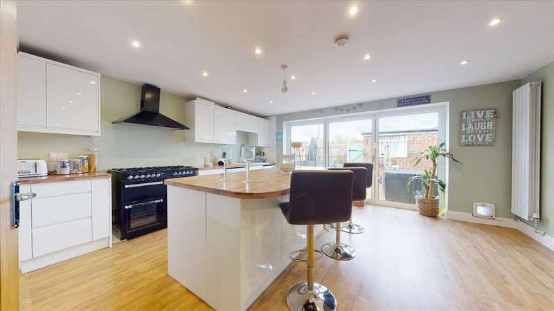 3 Bedrooms End Of Terrace House for sale in Houblon Drive, Chelmsford