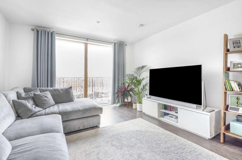 2 Bedrooms Flat for sale in Eastnor Road, New Eltham, SE9