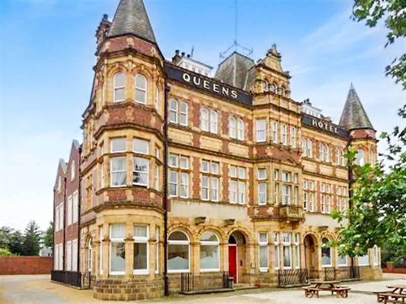 3 Bedrooms Flat for rent in Penthouse Apartment, Queens Hotel, Front Street, Pontefract, WF8 4DB