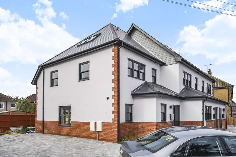 4 Bedrooms End Of Terrace House for sale in Brierley Close, Hornchurch, RM11 2BD
