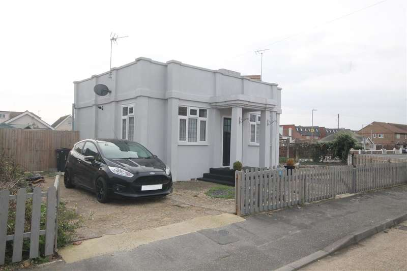 2 Bedrooms Bungalow for sale in The Close, Jaywick