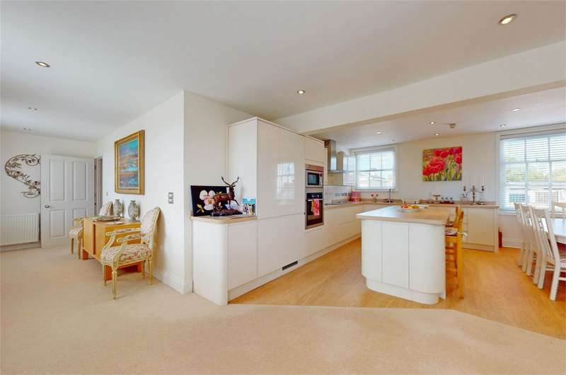 2 Bedrooms Flat for rent in Montpellier, Cheltenham, Gloucestershire
