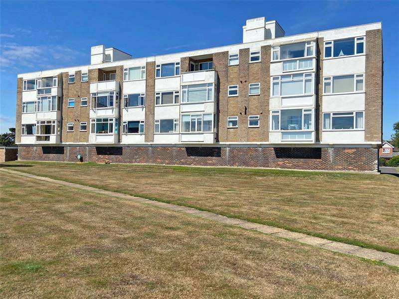 2 Bedrooms Apartment Flat for sale in Sea Pines, Victoria Road, Lymington, Hampshire, SO41