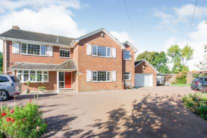 5 Bedrooms Detached House for sale in Lovedean, Waterlooville, Hampshire