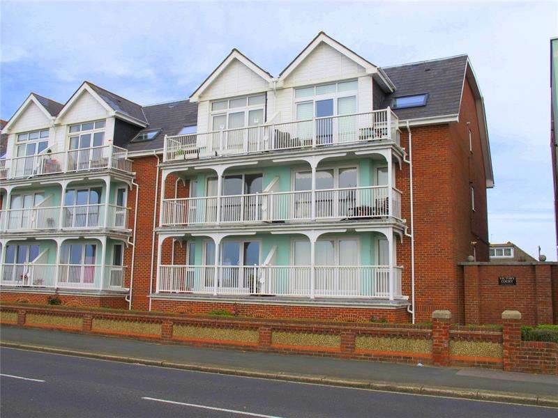 2 Bedrooms Apartment Flat for sale in Victory Court, Marine Parade West, Lee On The Solent, Hampshire, PO13