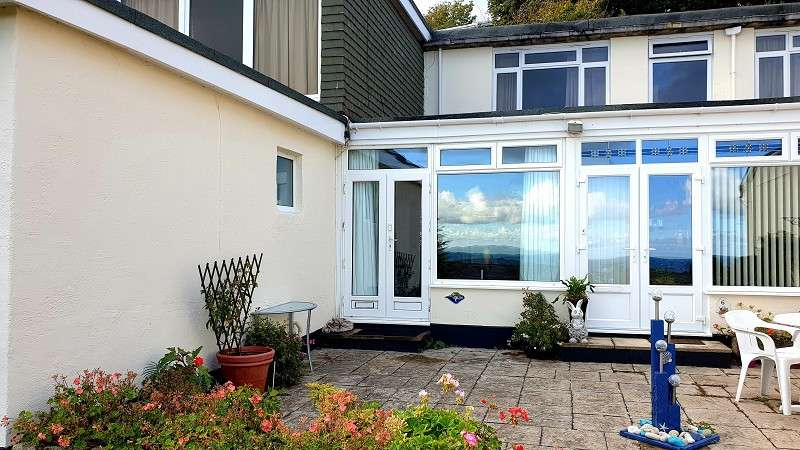 3 Bedrooms Ground Flat for sale in Shore Road, Bonchurch, Ventnor, Isle Of Wight. PO38 1RH
