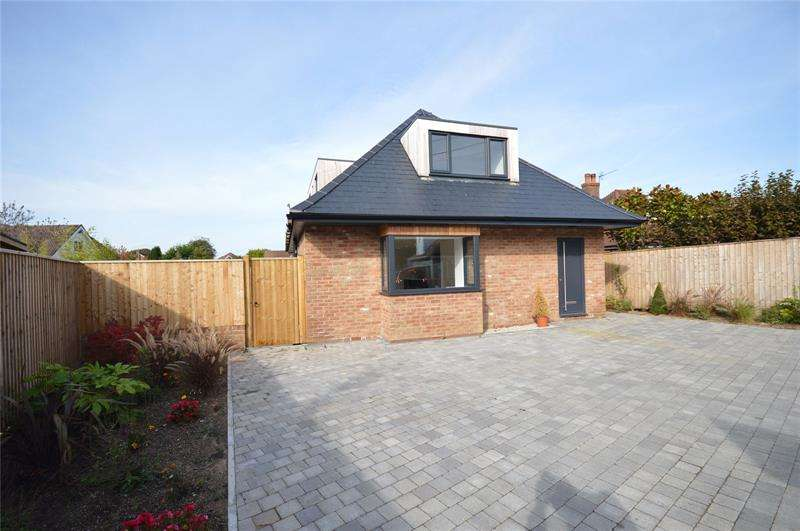 2 Bedrooms Property for sale in St. Marks Road, Pennington, Lymington, Hampshire, SO41