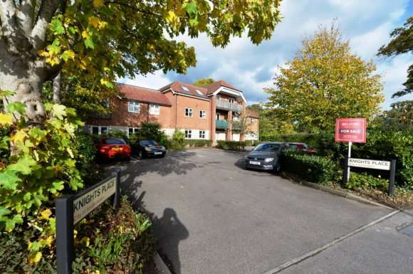 2 Bedrooms Flat for sale in Knights Place, Bitterne, Southampton, SO18