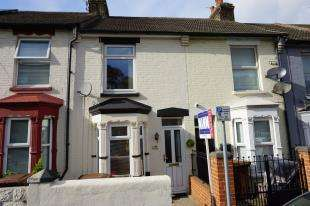 3 Bedrooms Terraced House for sale in Richmond Road, Gillingham, Kent