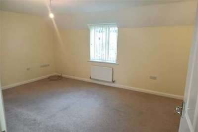 2 Bedrooms Flat for rent in Redwing Avenue, Iwade