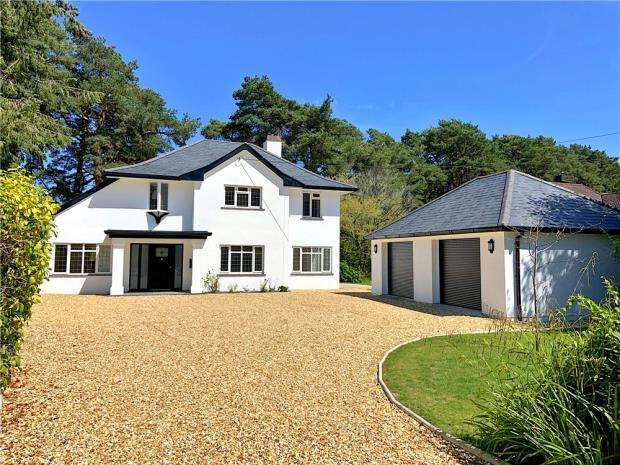 5 Bedrooms Detached House for sale in Ferndown, Dorset, BH22