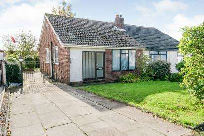 2 Bedrooms Bungalow for sale in Bee Hive Green, Westhoughton, Bolton, Greater Manchester, BL5